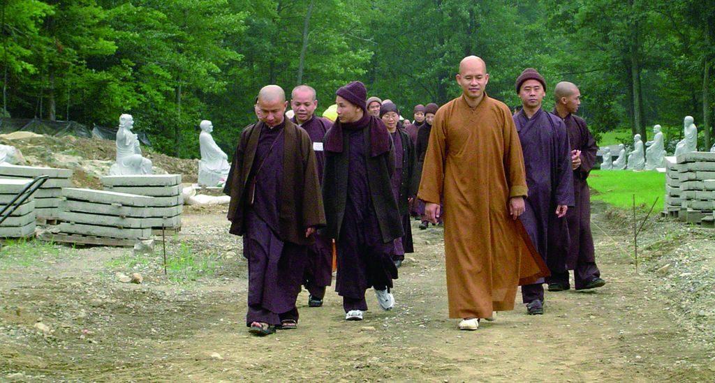 菩提大道施工期間繼如法師陪同來訪的僧團莊嚴巡禮